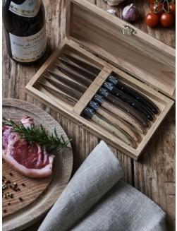 Gaveeske i tre med 6 stk. Laguiole Le Couteau biffkniver (6 tretyper)